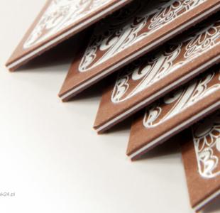 Wizytówka wielowarstwowa z białym lakierem wypukłym 3D
